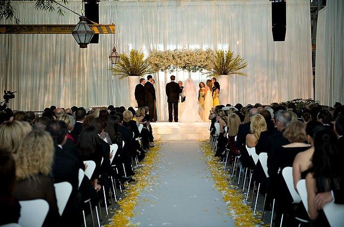 suspended-chuppah-urban-weddings-yellow-flowers-babys-breath-luxury-weddings-urban-outfitters