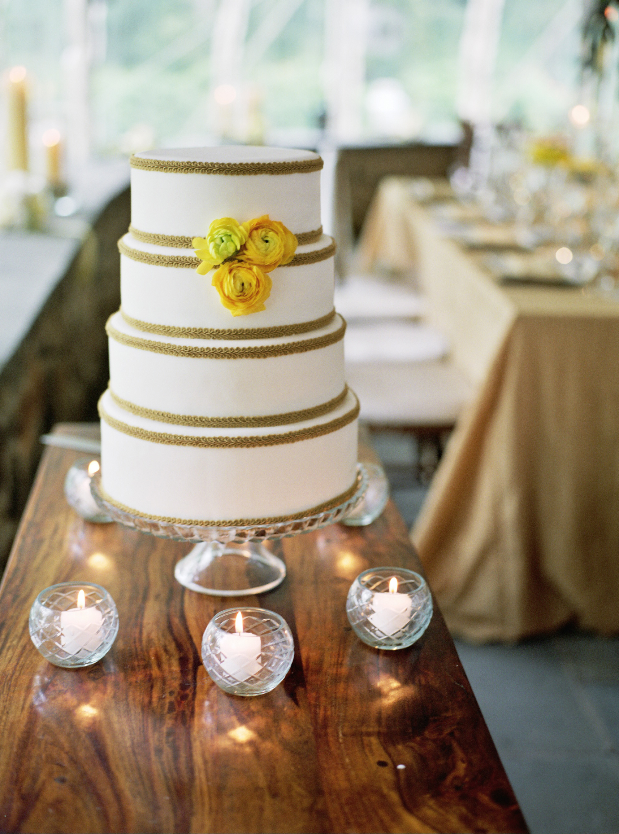 WE LOVE Wedding Cakes by Truli Confectionary Arts