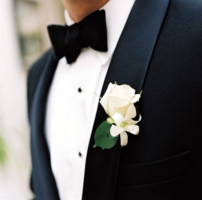 Flowers Classic White Boutonnieres For Today S Weddings Evantine Design Blog