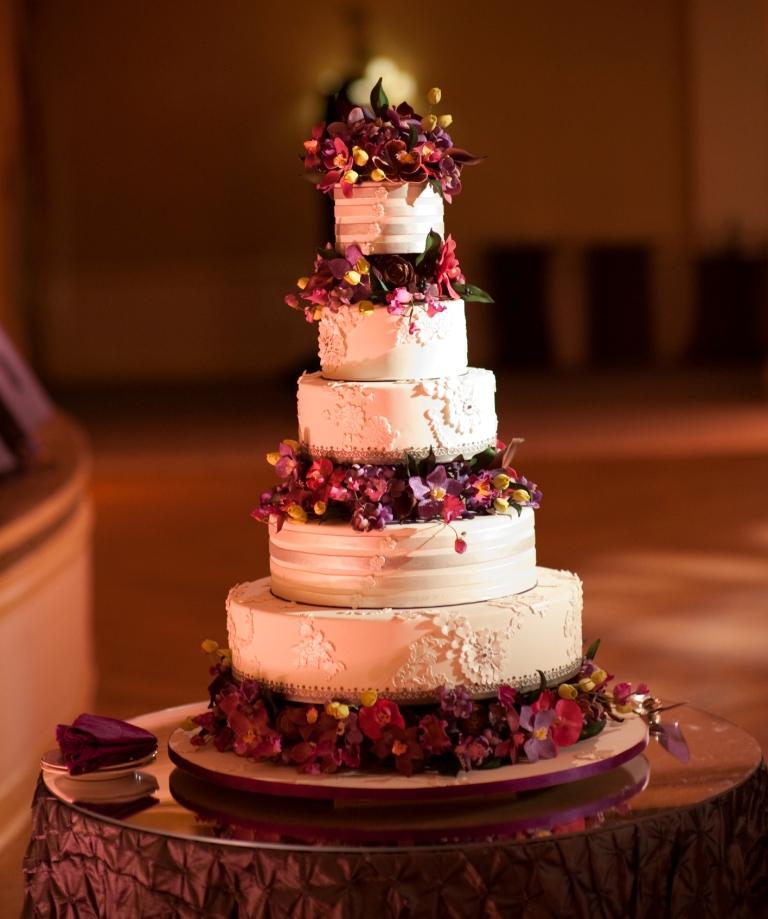 Real Stories Jen Amp Bryan S Magenta And Black Wedding At
