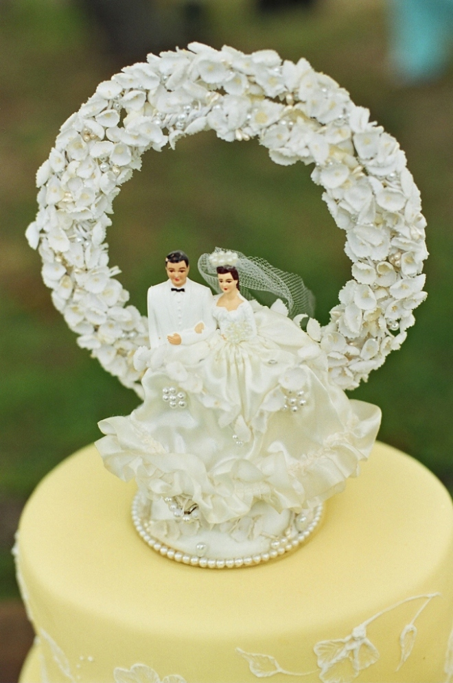 Old fashioned bride and groom cake topper 11