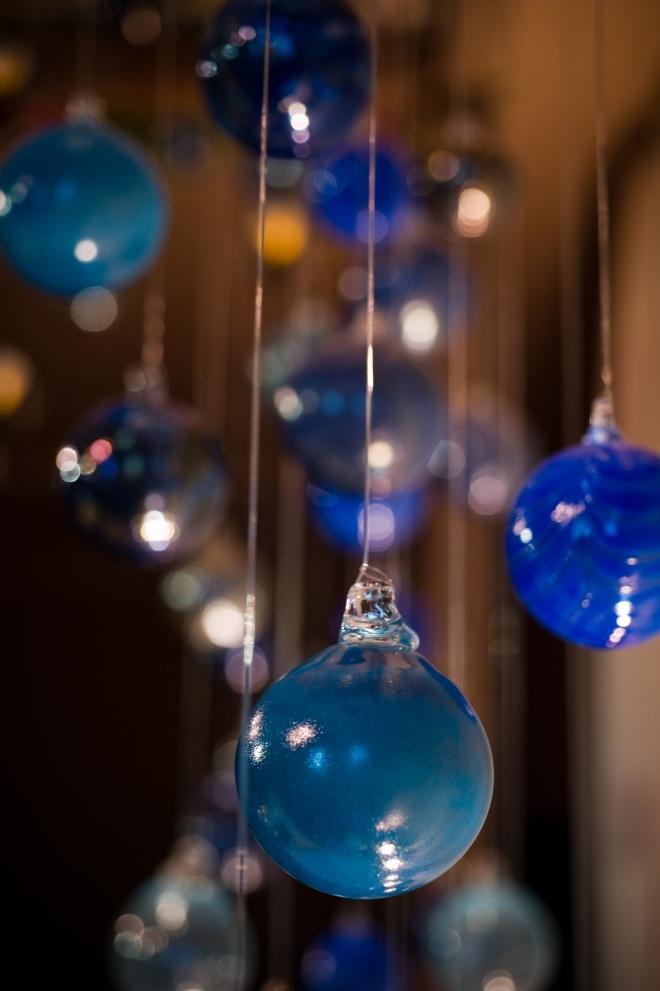 blue glass ornaments unique wedding details DIY design
