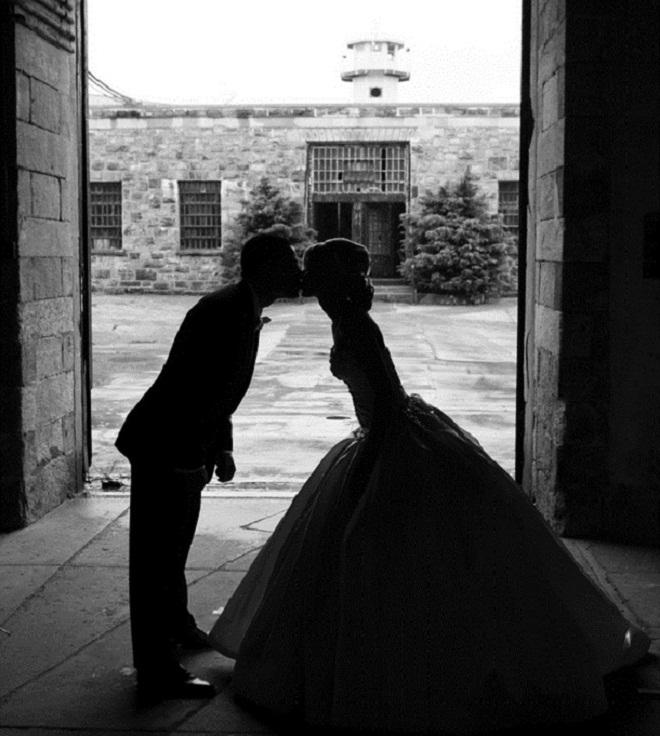 bridal portraits in unusual places philadelphia siteseeing wedding designers