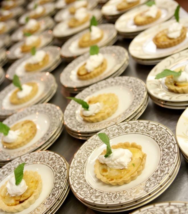 Plated Apple Tarts Max Hansen Weddings