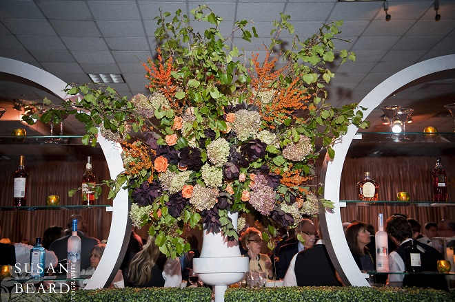 Even the back bar gets decked with luscious flowers. Evantine Design.